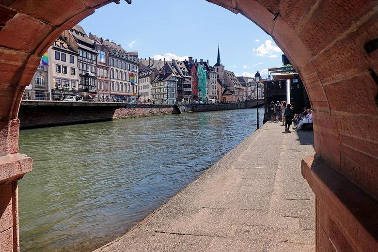 De oude binnenstad Straatsburg. - De oude stadskern bleef mooi bewaard, die werd voorbeeldig gerestaureerd en voor voetgangers beter toegankelijk gema