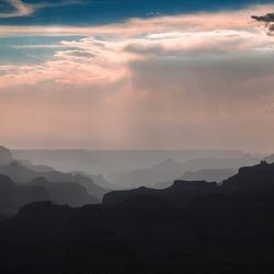 Een mooie avond wandeling door de grand canyon