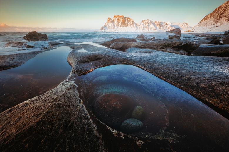 het oog - Rotskust van Lofoten in de vroege morgen