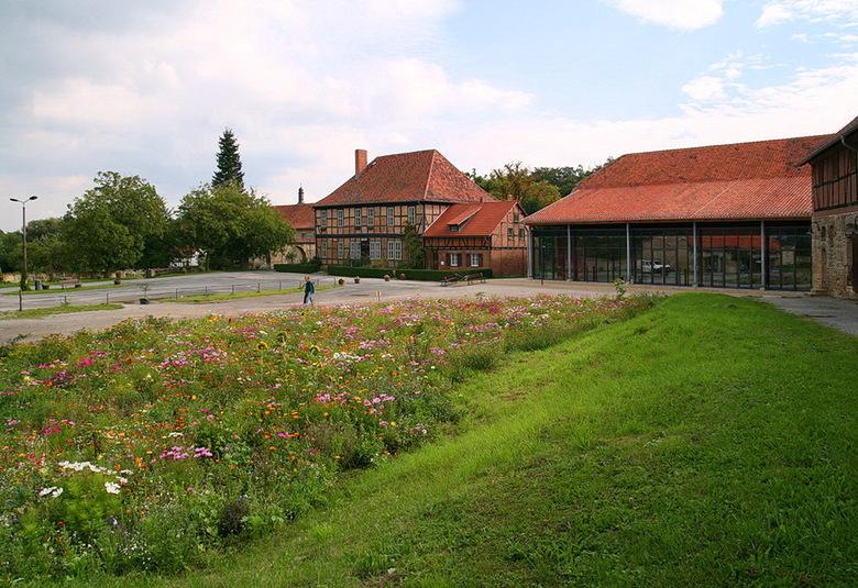 Klooster Michaelstein 10. - De buitenplaats van de wat moderne gedeelte van het klooster Michaelstein bij de plaats Blankenburg Duirtsland achter de p