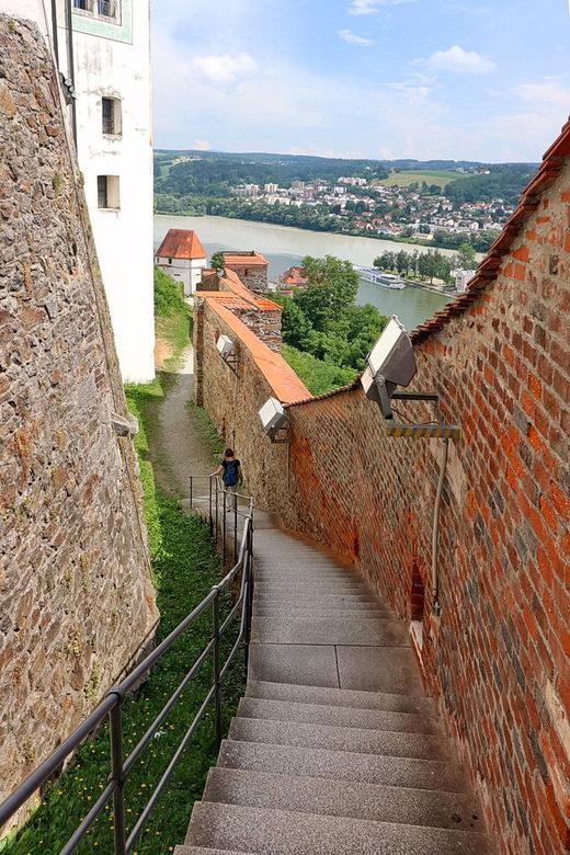 Passau. - Hoog boven Passau ligt het fort Veste Oberhaus, hier zijn we op de terugtocht  naar beneden, een steile afdaling naar het oude centrum van P