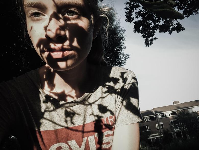 shadows of the nature - shadows of the nature,<br /> <br /> ogen kijken in de zon maar zien de schaduw op het gezicht niet.....