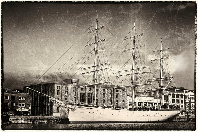 Duchesse Anne 2 -  - Oudste schip van Frankrijk. Ligt aan de kade in Duinkerke.