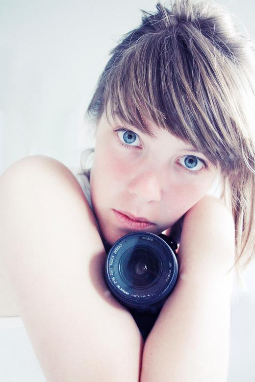 ... (Tysje 4) - zelfportret<br /> <br /> <br /> <br /> Bezoek ook mijn nieuw account: http://tysjeseverens.zoom.nl