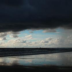 strand julianadorp even een buitje voor het stof