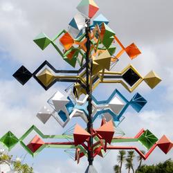 Lanzarote 21 - een van Manriques windsculpturen bij de ingang van zijn huis in Tahiche