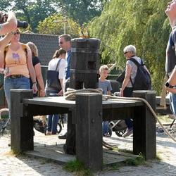 Duo Zwartkop Caiques poseert voor fotografen in Openlucht Museum.