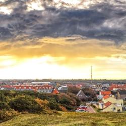 Panorama mooie lucht boven dorp de Koog op Texel.