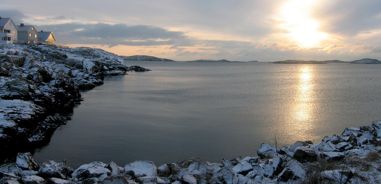 Snow dip - Een beetje warmte in de sneeuw aan de Zweedse kust..