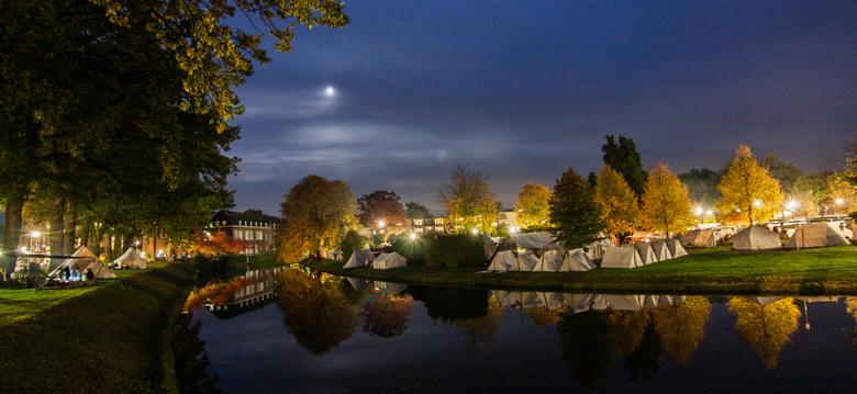 Tentenkampen rondom de Grolse Stadsgracht - Deze foto is gemaakt tijdens de 'Slag om Grolle'. Een tweejaarlijks 17de eeuws evenement in Groe
