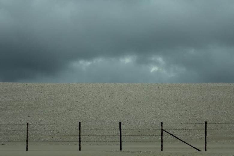 Dreiging - Een dreigend noodweer bij het nieuwe strand van Kijkduin.