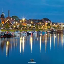 Haven Harderwijk tijdens het blauwe uur.