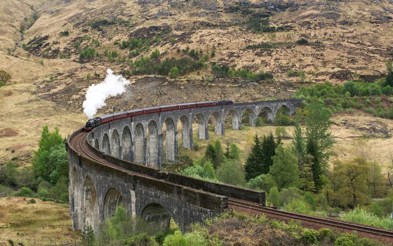 The Glenfinnan viaduct! - The Glenfinnan viaduct is een hele belevenis wanneer de trein passeert.<br /> <br /> Bedankt voor de reacties op mijn vori