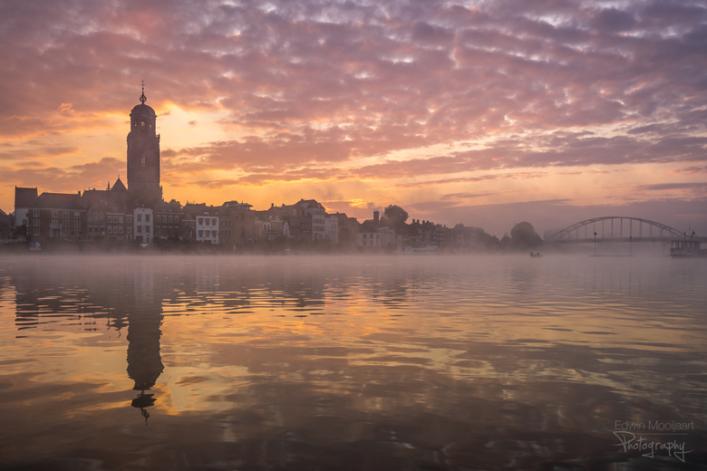 Zonsopkomst in Deventer met mist
