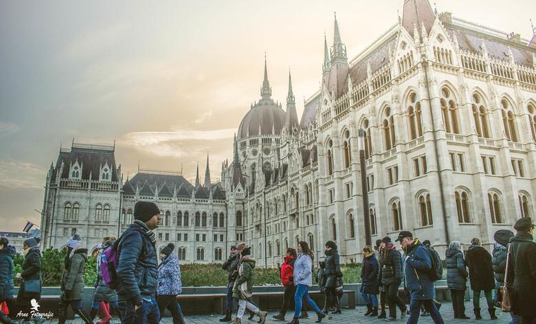 Winter in Boedapest  - 7-12-2019 naar Boedapest geweest er lag wat sneeuw en het was koud maar na de middag scheen even de zon en kon ik deze warme fo