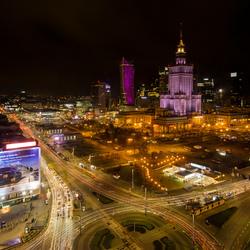 Warschau - Aleje Jerozolimskie met Paleis voor Cultuur en Wetenschappen bij avond