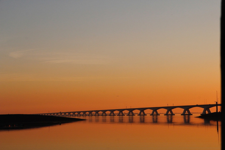 Zeelandbrug bij zonsondergang - Wat een mooie zonsondergang hadden we vanavond.