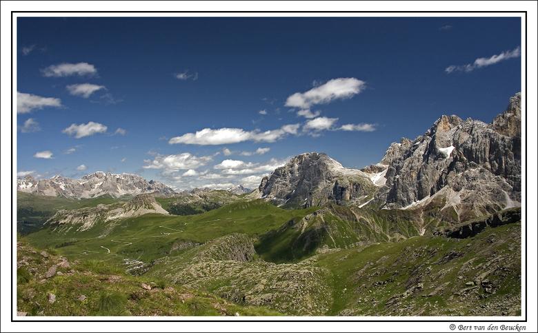 Dolomieten 4 - Vakantie juli jl. in de Dolomieten. <br /> Een fotografisch gezien prachtig gebied.  <br /> Wisselende schaduw-/zonpartijen vormen ee
