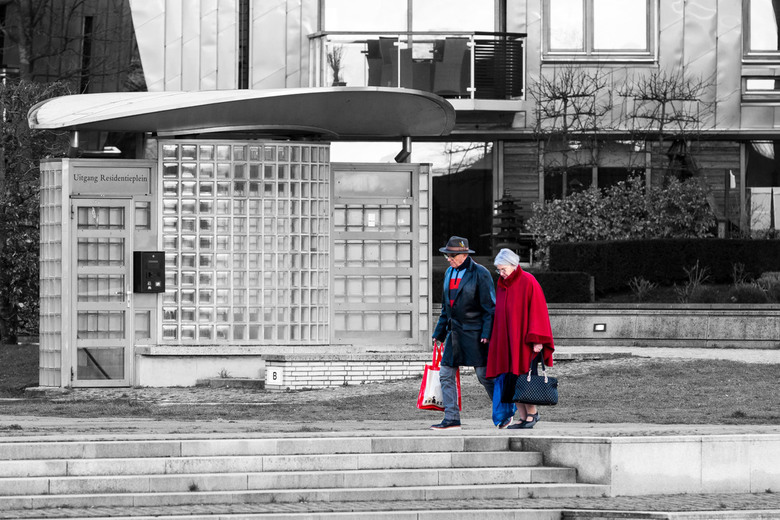 Paleis Kwartier Den Bosch - Het waren de matchende kleuren van het echtpaar die mij opvielen, gewoon zo'n alledaags moment, met de boodschapjes o