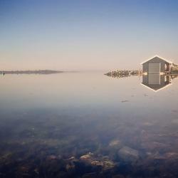 Reflectie over het water
