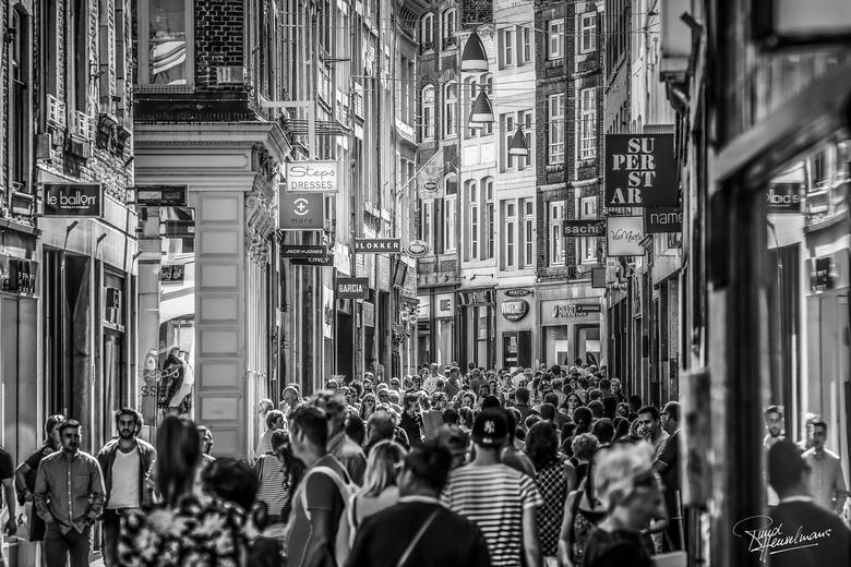 Maastricht - Shoppers en toeristen op een nazomerdag in Maastricht