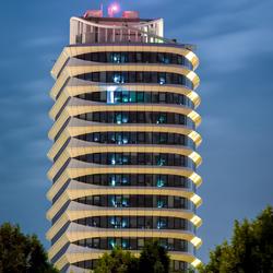 DUO-gebouw Groningen bij nacht
