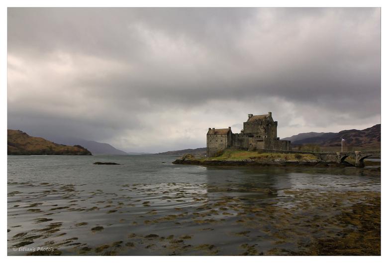Eilean Donan Castle - Eilean Donan Castle bij laag water - tussen de buien door. Wij hebben hier een aantal uurtjes gespendeerd aan een interessante