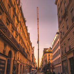 Hijskraan in de straten van Parijs!