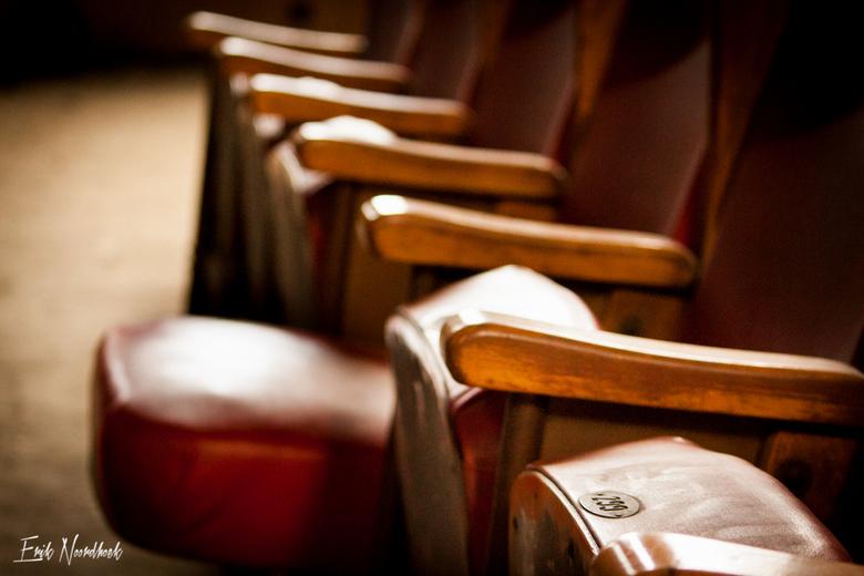Theater chairs - Stoelen uit het verlaten theater in Luik.<br /> Theater staat op de nominatie om gesloopt te worden en was moeilijk bereikbaar.<br /