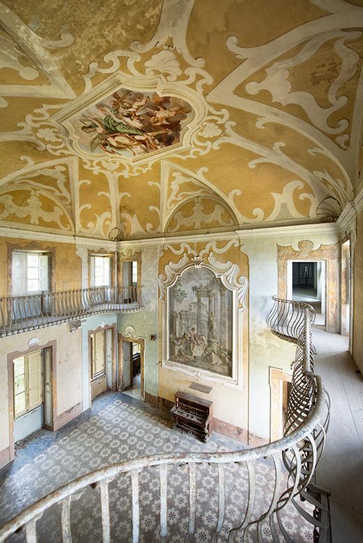"""The Piano Room - Veel meer foto&#039;s van verlatenheid zijn te vinden op mijn website:<br /> <a href=""""http://www.daanoe.nl"""">http://www.daanoe.nl</a>"""