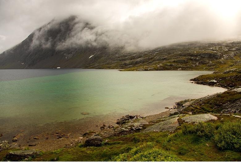 Noorwegen  - mistige dag in noorwegen
