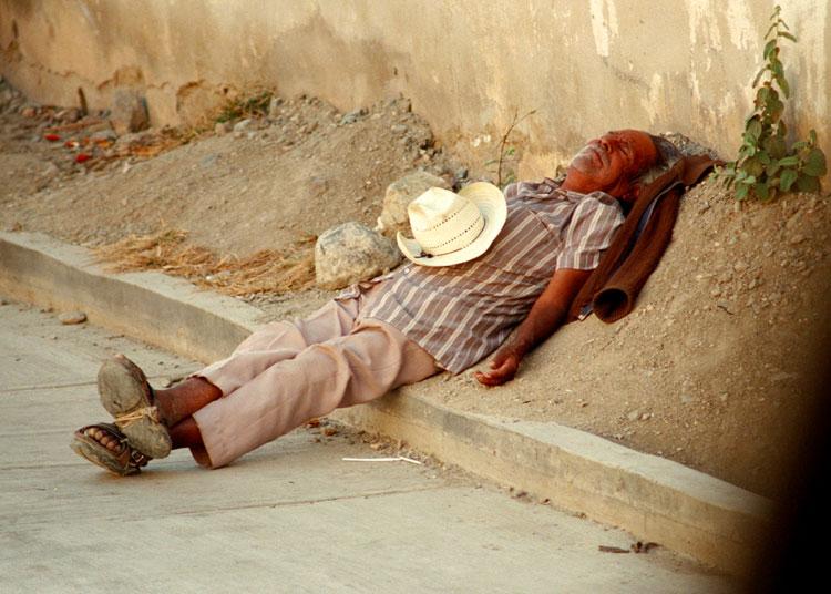 Siesta - Langs de weg , ergens in Mexico.