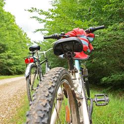 Zitten naast een fiets