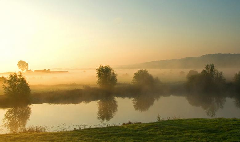 Misty morning - Deze heb ik vanochtend vroeg in de Ooijpolder gemaakt. Wat een sprookjesachtig landschap met al die mistflarden! Dit is echt nieuw voo
