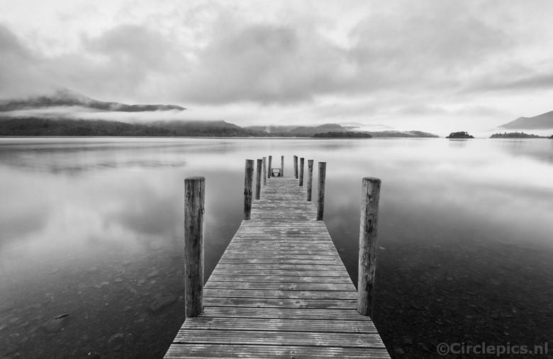 Ochtend Reflecties - Ashness Jetty aan het Derwent Water meer in het Engelse Lake district, een paar weken geleden gefotografeerd tijdens onze zomerva