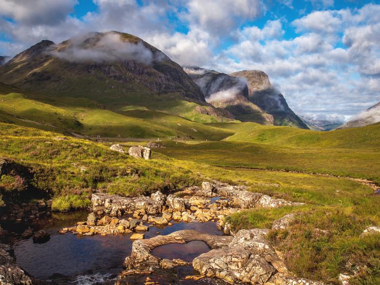 Glencoe, valley of the weeping - Glencoe, de 'Three Sisters' en de river Coe. Een plaatje van onze vakantie van 2012 in Schotland. 's-o