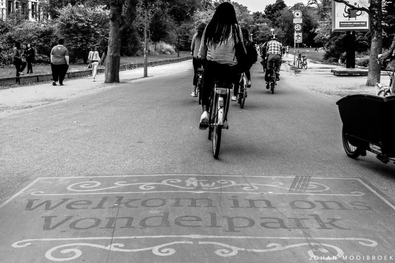 "Amsterdam VI - In de stad Amsterdam, in de stad Amsterdam... <img  src=""/images/smileys/smile.png""/>"
