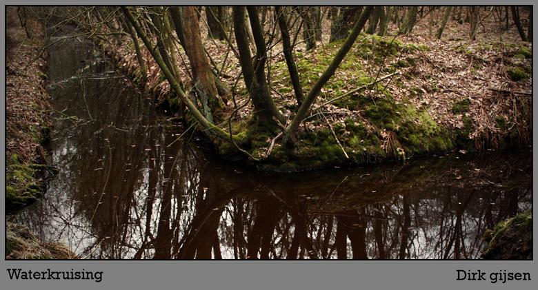 waterwegen - Dit kruisinkje van water in het bos waar ik mijn vorige ook van heb gepost.<br /> <br /> Het was er goed donker dus heb wat kleuren moe