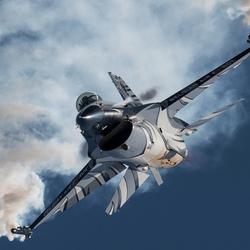 F16 laat haar kunsten zien