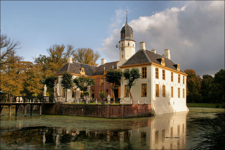 Fraeylemaborg - Nu een met een spiegeling van deze prachtige Borg in Slochteren