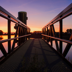 Aanlegsteiger zonsondergang