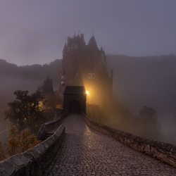 Mistig Burg Eltz