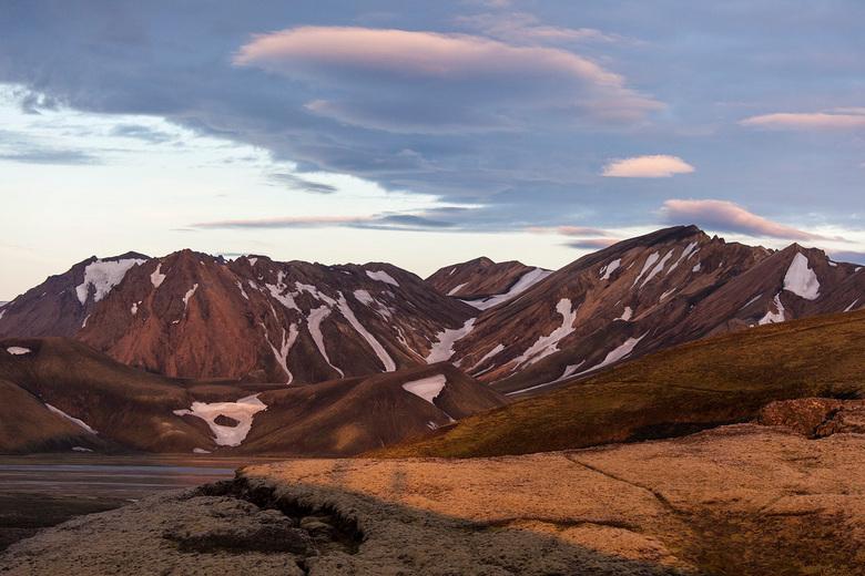 Landmannalaugar, Iceland - Uitzicht naar de prachtige bergen bij zonsondergang.