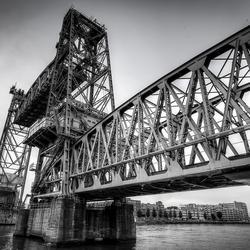 Oude spoorbrug in Rotterdam