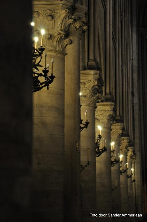 Zuilen Notre Dame - Foto uit de hand in de Notre Dame - Parijs
