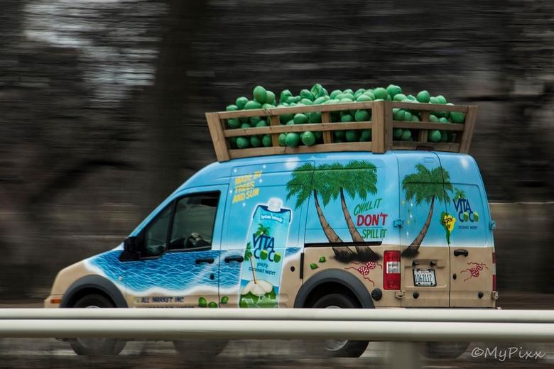 Don't spill it... - Grappig busje met reclame voor Vita Coco Cocosnootmelk....