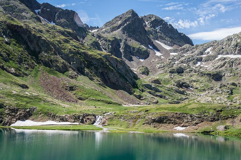 Lac d'Arratille - Lac d&#039;Arratille in de Franse Pyreneeën. Kijkend ndaar de Coll d&#039;Arratille op de Frans-Spaanse grens.<br /> <br /> Mooi v