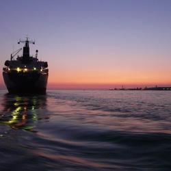 bij het donker het zeegat uit