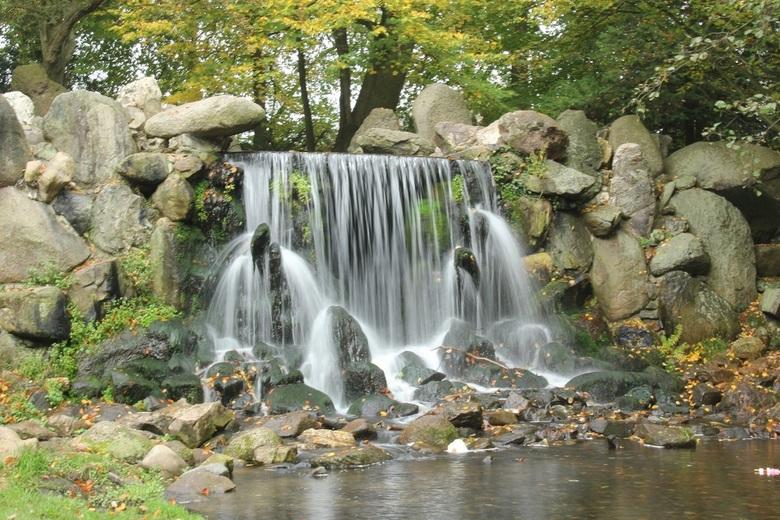 Sonsbeek park in Arnhem - Een waterval in het Sonsbeek park in Arnhem.