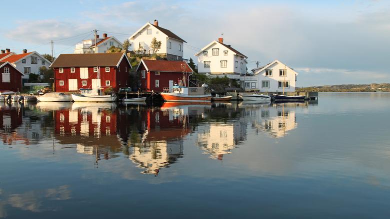 Gullholmen oude vissersdorpje - Op een bladstille avond is het extra mooi in de haven van Gullholmen